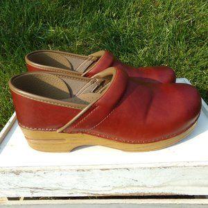 Dansko Professional Ombre Leather Clogs Size 9